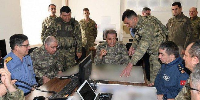 Org. Akar, Irak sınırında
