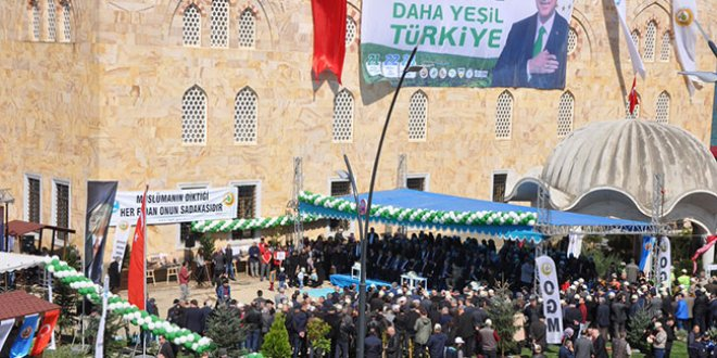 Giresun'da camiye Erdoğan afişleri