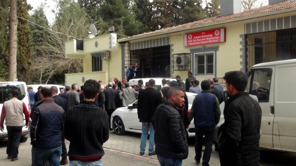 Taksi şoförü, pompalı silahlı baba ve oğlu öldürdü