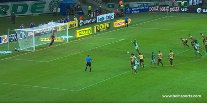 Felipo Melo'nun penaltısı Brezilya'da alay konusu oldu
