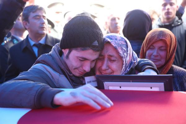 Afrin şehidini Bucak'ta 20 bin kişi uğurladı