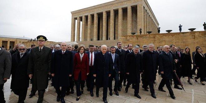 Bahçeli, yeni yönetimiyle Anıtkabir'i ziyaret etti