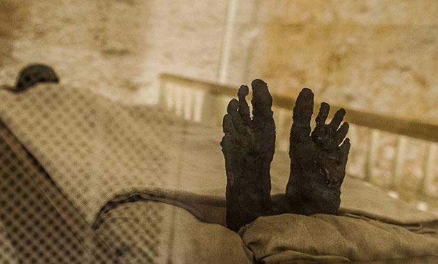 150 yıldır boş olduğu sanılan lahitten 2 bin 500 yıllık mumya çıktı