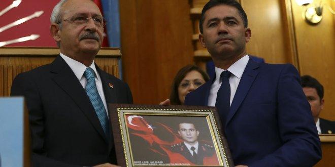 Şehit Alkan'ın fotoğrafını da Meclis'e almamışlar