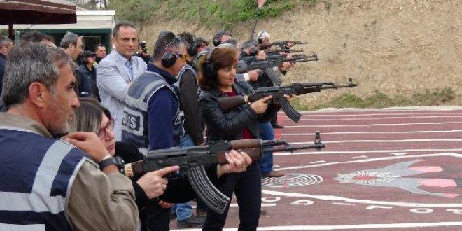 Polislerden muhtarlara Kalaşnikof'lu eğitim!