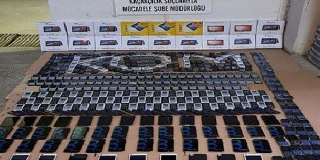 1,5 milyon TL'lik kaçak cep telefonu