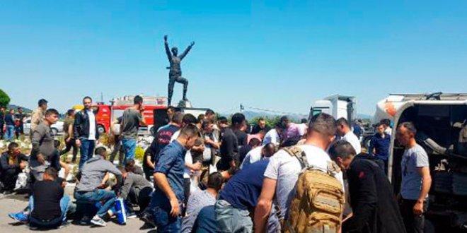 Asker taşıyan minibüs TIR'la çarpıştı