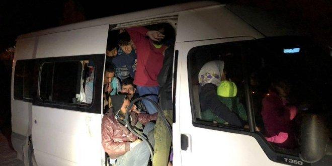 Van'da bir minibüsün içinde 56 kaçak Afgan yakalandı