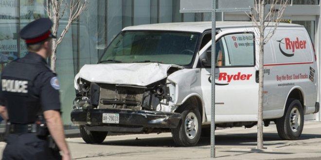 Toronto'da araç yayaların arasına girdi: 10 ölü