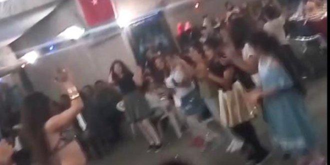 4. sınıf öğrencilerine dansözlü gece