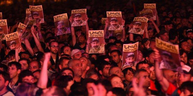 Ermenistan'da eylemleri durdurma kararı
