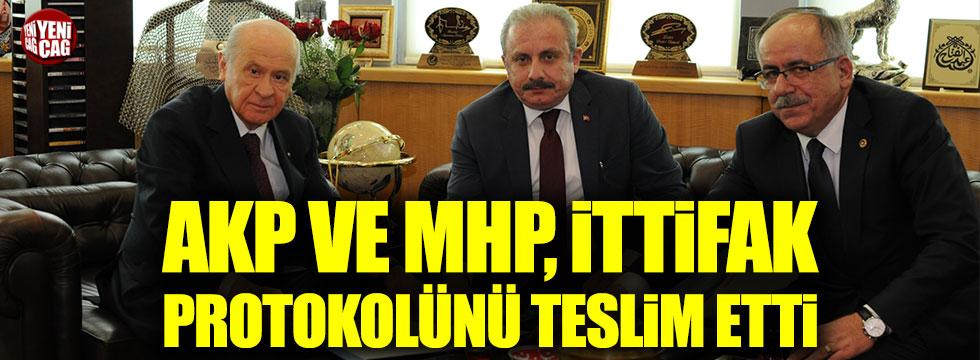 AKP ve MHP ittifak protokolünü teslim etti