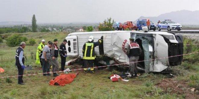 Mehteran takımının taşındığı minibüs devrildi