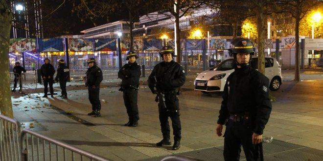 Paris'te bıçaklı saldırı