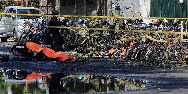 Endonezya'da ailece intihar saldırısı