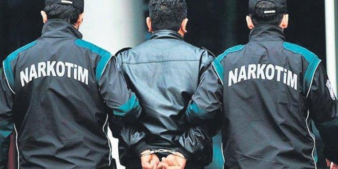 Polis yakalayınca sattığı uyuşturucuyu yuttu