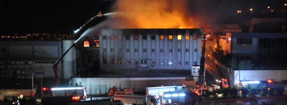 Kemalpaşa'da fabrikada yangın