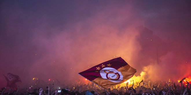 Galatasaraylılar şampiyonluğu böyle kutladı