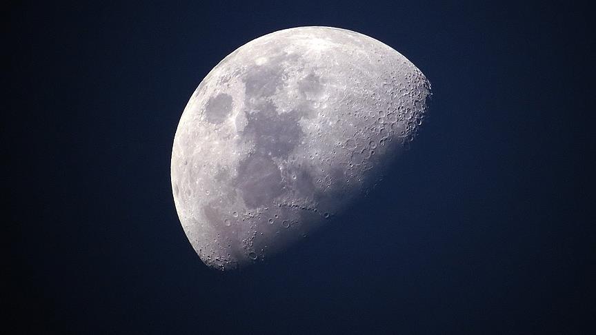 Çin Ay'ın karanlık yüzü için uydu gönderdi