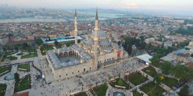 Fatih Camii'nde çevre düzenlemesi skandalı