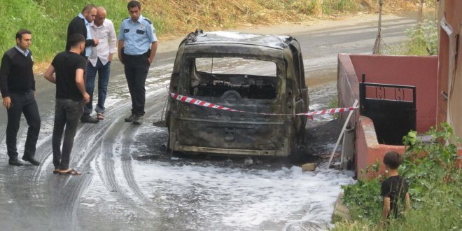 Ümraniye'de araba cayır cayır yandı
