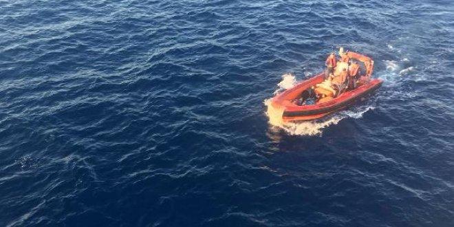 Antalya'da göçmenleri taşıyan tekne battı