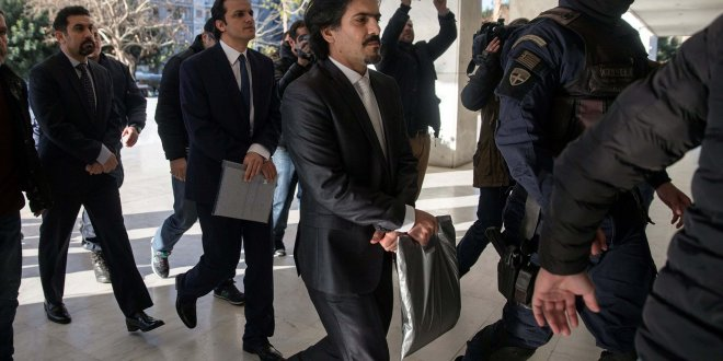 Yunanistan, darbeci askerleri serbest bıraktı