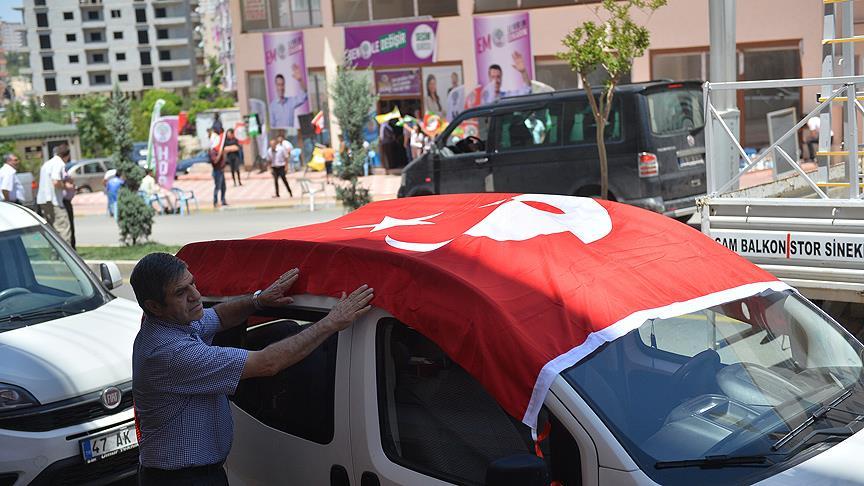 HDP'ye 'Türk bayraklı' tepki