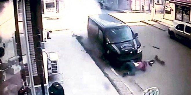 Freni boşalan minibüs dehşet saçtı
