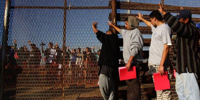 Kaçak göçmenler federal hapishanelere gönderildi