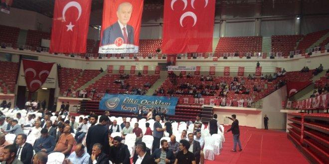 Bahçeli Konya'da boş salona konuştu
