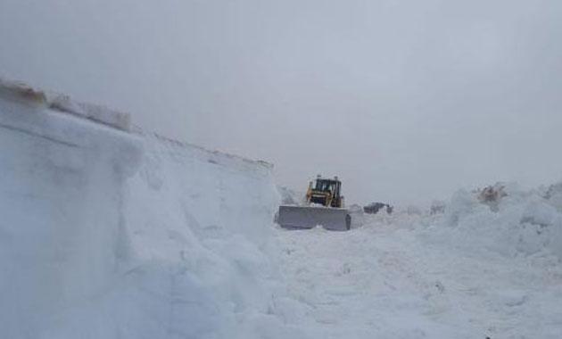 Haziran ayında 4 metrelik karla mücadele
