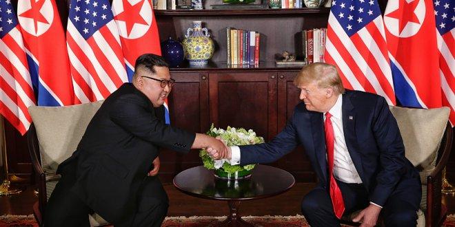Trump ve Kim Jong-un bir araya geldi
