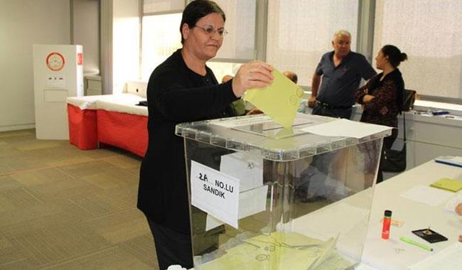 İsviçre'deki Türkler oy kullanmaya başladı