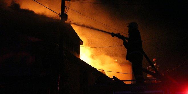 Yangın bayramda 3 aileyi evsiz bıraktı