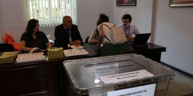 Gürcistan'da oy verme işlemi başladı