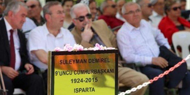 Süleyman Demirel mezarı başında anıldı