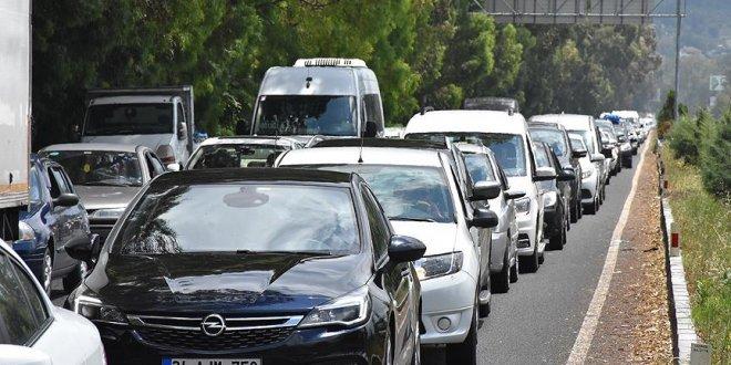 İstanbullu tatilcilerin dönüş yolu trafiği