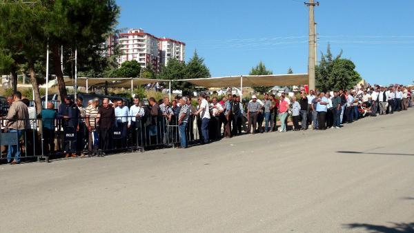 Kilis'te yüzlerce metrelik iş kuyruğu oluştu