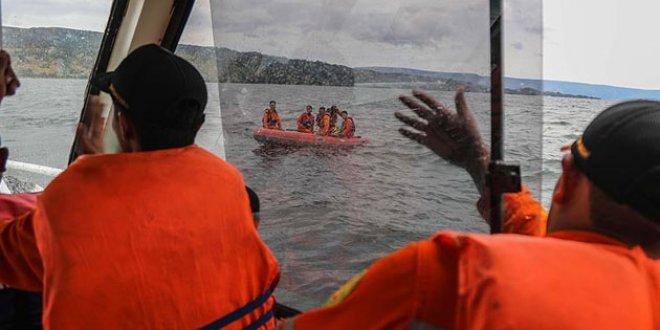 Endonezya'da tekne alabora oldu: 178 kayıp