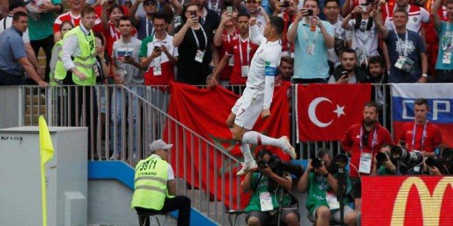 Ronaldo ve Türk bayrağı sosyal medyaya damga vurdu