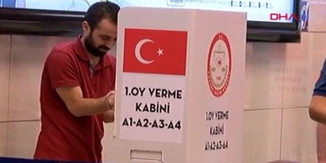 Tutuklular kelepçeyle oy kullandı