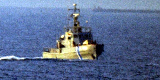 Kaçak göçmenleri taşıyan Türk kaptana ateş açıldı