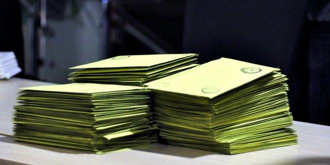 Oyların yeniden sayımına ara verildi