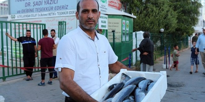 Hatay'da Suriyelilere balık yardımı