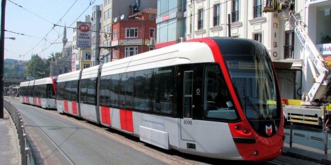 Sultahmet'te tramvay raydan çıktı