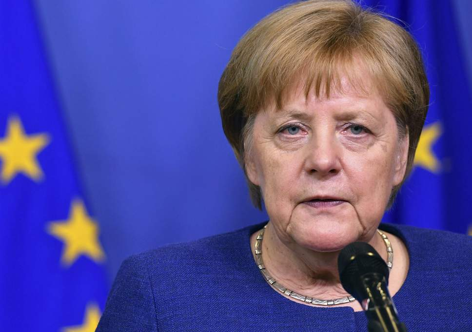 Merkel hükümeti çöküşün eşiğinden döndü