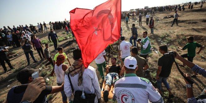 İsrail askeri Türk bayrağı taşıyan genci vurdu!