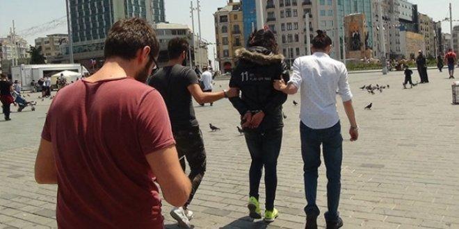 Taksim'de 'kışlık mont' gözaltısı