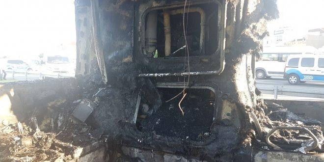 Bayrampaşa'da halk otobüsü yandı
